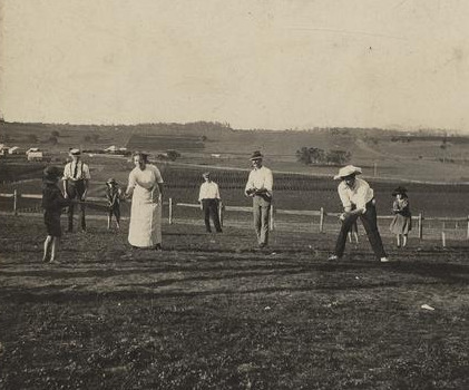 Game_of_rounders_on_Christmas_Day_at_Baroona,_Glamorgan_Vale,_1913